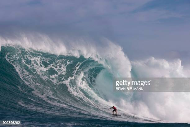 Hawaii's Makua Rothman surfs at Pe'ahi, also known as Jaws, during big wave surfing on January 14, 2018. / AFP PHOTO / brian Bielmann / RESTRICTED TO...