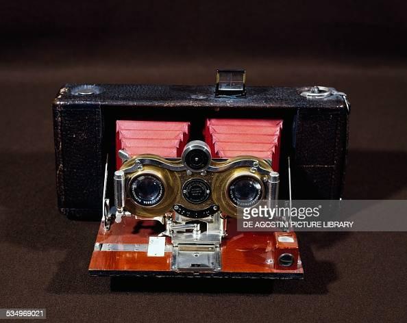 Hawkeye Eastman Kodak Stereo Camera With Film Ca 1895 5 7 Zoom News Photo Getty Images