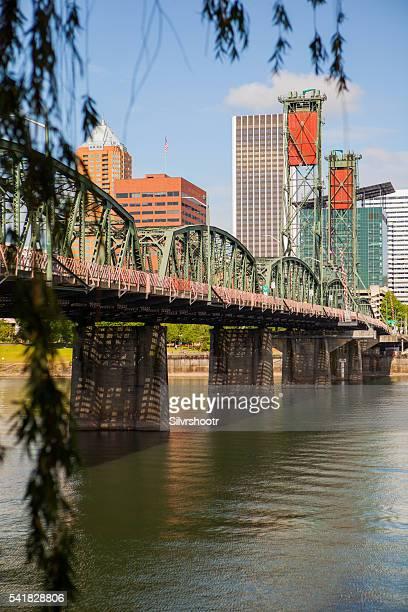 Hawthorne-Brücke im der Innenstadt von Portland, Oregon.