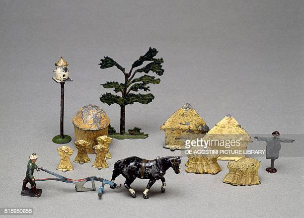 Hay stacks and horse with plow figures and objects for farmsteads handpainted hollow cast lead toys made by Britain England 20th century Milan Museo...