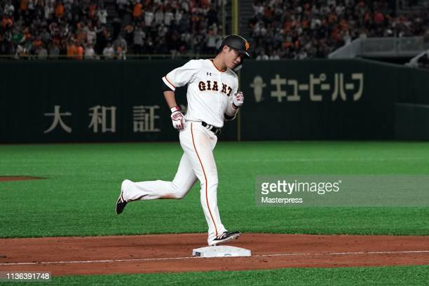 Hayato Sakamoto of the Yomiuri Giants runs after hitting a solo homer in the bottom of 5th inning during the game between the Yomiuri Giants and...