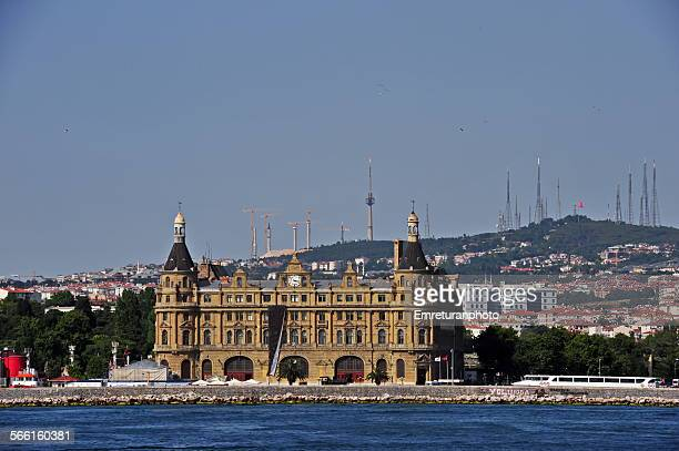 haydarpasa train station and camlica hill - emreturanphoto stock-fotos und bilder