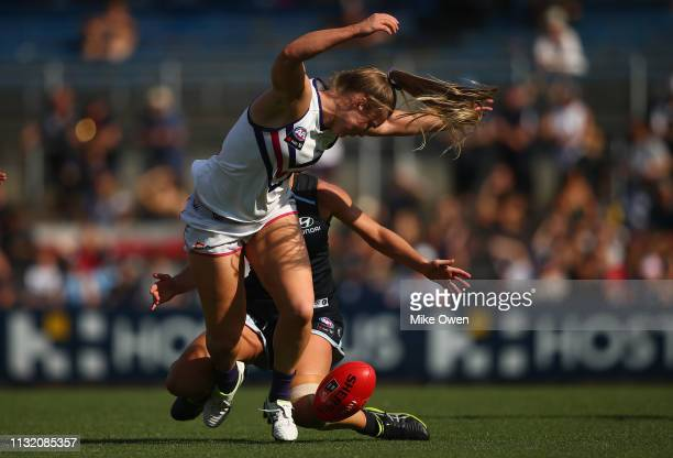 Hayley Miller of the Dockers runs with the ball during the AFLW Preliminary Final match between the Carlton Blues and the Fremantle Dockers at Ikon...