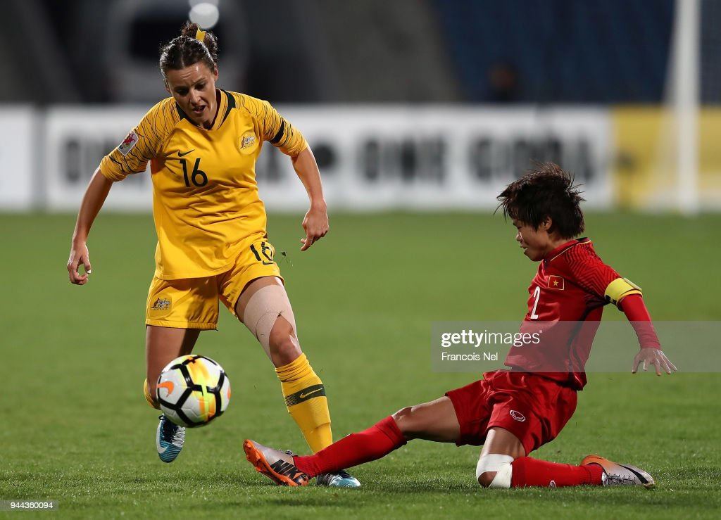 Hayley Raso of Australia and Nguyen Thi Xuyen of Vietnam in action during the AFC Women's Asian Cup Group B match between Vietnam and Australia at the Amman International Stadium on April 10, 2018 in Amman, Jordan.