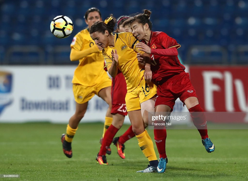 Hayley Raso of Australia and Tran Thi Hong Nhung of Vietnam battle for the ball during the AFC Women's Asian Cup Group B match between Vietnam and Australia at the Amman International Stadium on April 10, 2018 in Amman, Jordan.