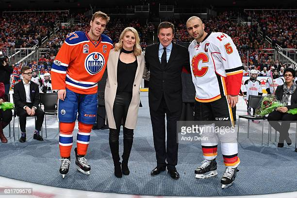 Hayley Wickenheiser Wayne Gretzky Connor McDavid and Mark Giordano pose for a photo prior to the game between the Edmonton Oilers and the Calgary...