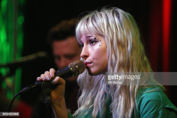 Hayley Williams of Paramore performs at Radio 104.5 Performance Theater October 9, 2017 in Bala Cynwyd, Pennsylvania.