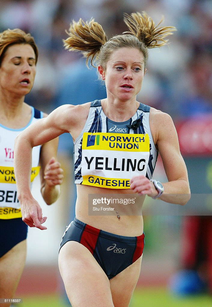 Hayley Yelling of Great Britain in action in the 10 000 metres : News Photo