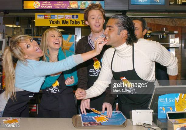 Haylie Duff Hilary Duff Clay Aiken and Alejandro Fernandez share french fries