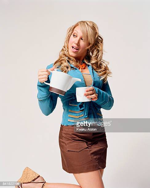 Haylie Duff Holding Coffee Pot and Cup