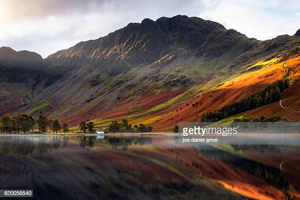 haystacks, buttermere, lake district, cumbria, england - lake district stockfoto's en -beelden