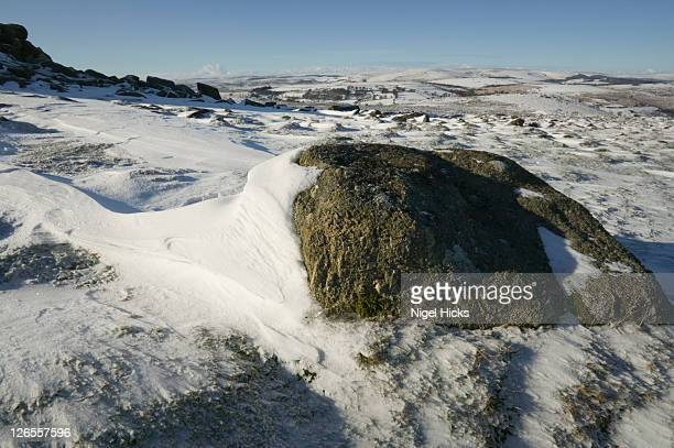 haytor in snowy conditions, dartmoor national park, devon, great britain. - newpremiumuk stock pictures, royalty-free photos & images