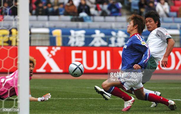 Hayuma Tanaka of Yokohama FMarinos chests the ball to score his team's second goal during the Xerox Super Cup match between Yokohama FMarinos and...