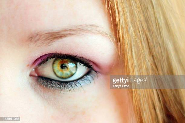 hazel eye - occhi nocciola foto e immagini stock
