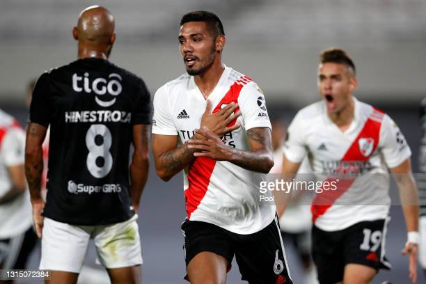 Héctor Martínez of River Plate celebrates after scoring the first goal of his team during a match between River Plate and Junior as part of Group D...