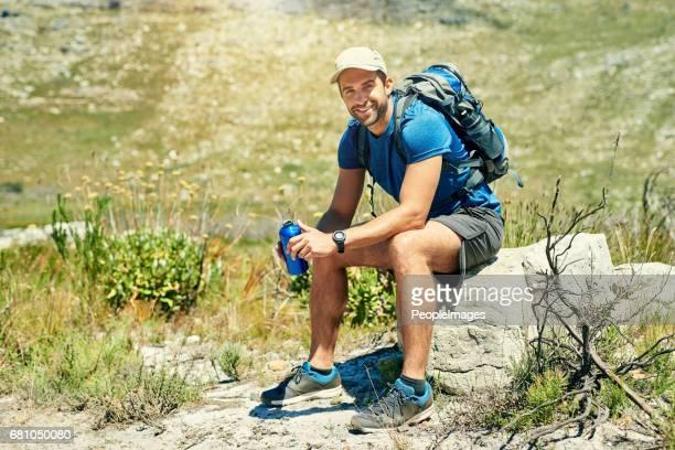 彼は常に良いハイキングを楽しむ