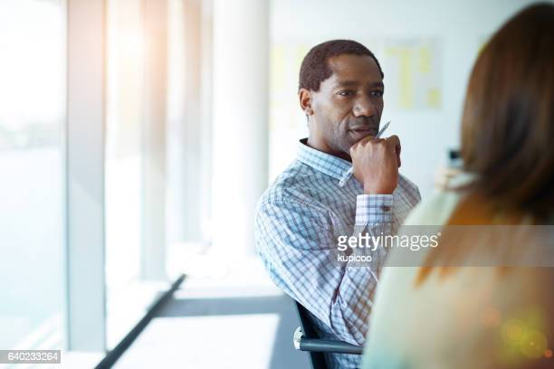 he always gives his undivided attention in meetings - luisteren stockfoto's en -beelden