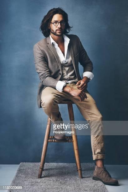 he carries class with his style - barba por fazer imagens e fotografias de stock