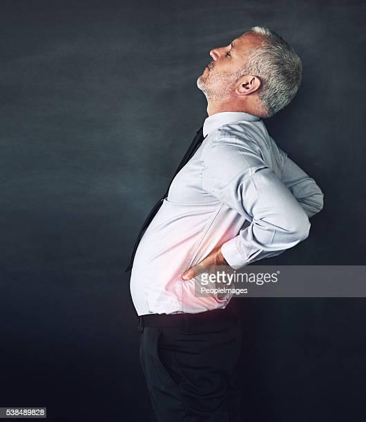 Er trägt seine Stress auf dem Rücken