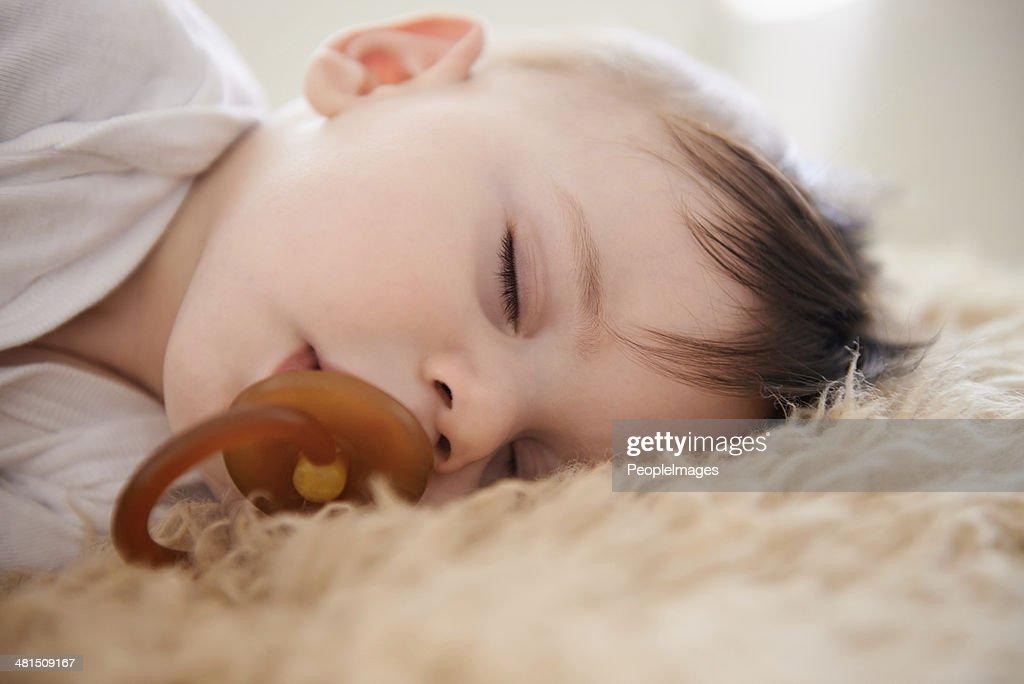 He looks adorable when he's asleep : Stockfoto