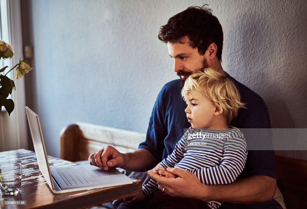Wil hij net als zijn vader : Stockfoto