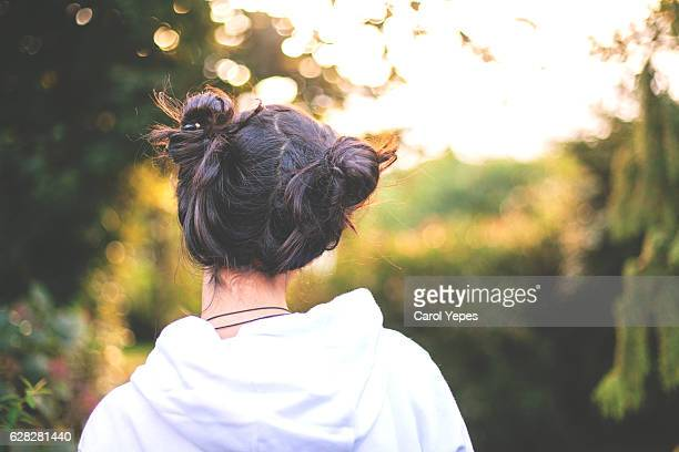 head and shoulders rear view of girl with  two buns hair - mädchen 14 jahre stock-fotos und bilder