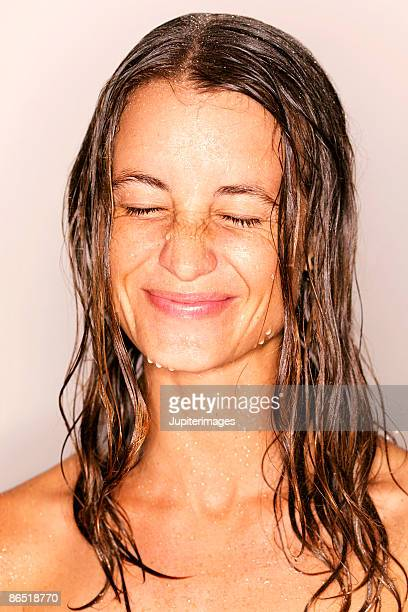 head and shoulders shot of wet woman - nass stock-fotos und bilder
