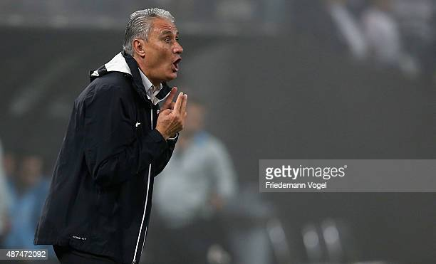 Head coach Adenor Leonardo Bachi of Corinthians gives advise during the match between Corinthians and Gremio for the Brazilian Series A 2015 at Arena...