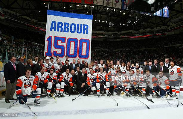 Head coach Al Arbour poses with the New York Islanders his family and team alumni after defeating the Pittsburgh Penguins during their game on...