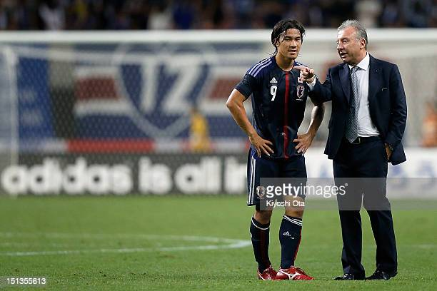 Head coach Alberto Zaccheroni of Japan gives advice to Shinji Okazaki of Japan after the international friendly match between Japan and UAE at Tohoku...