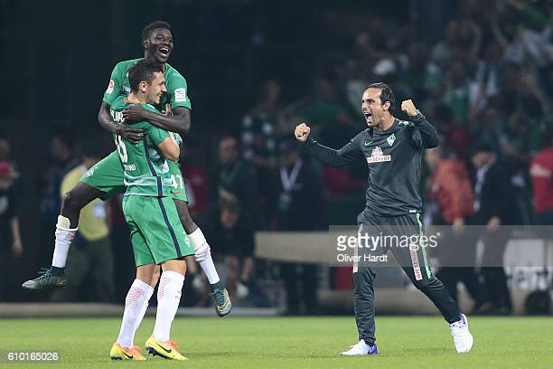 Head coach Alexander Nouri of Bremen celebrates with teammates after the Bundesliga match between Werder Bremen and VfL Wolfsburg at Weserstadion on...