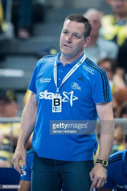 Head coach Alfred Gislason of Kiel looks on during the DKB HBL match between RheinNeckar Loewen and THW Kiel at SAP Arena on May 31 2017 in Mannheim...