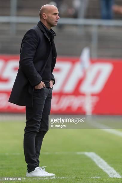 Head coach Andre Schubert of Eintracht Braunschweig looks on during the 3. Liga match between VfR Aalen and Eintracht Braunschweig at Ostalb-Arena on...