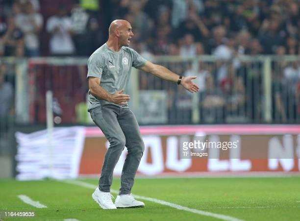 Head coach Andre Schubert of Holstein Kiel gestures during the Second Bundesliga match between FC St. Pauli and Holstein Kiel at Millerntor-Stadion...
