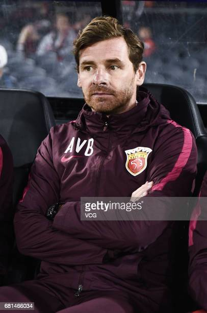 Head coach Andre VillasBoas of Shanghai SIPG looks on during 2017 AFC Asian Champions League group match F between the Western Sydney Wanderers and...