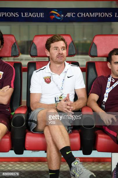 Head coach Andre VillasBoas of Shanghai SIPG looks on during 2017 AFC Champions League 2017 Quarterfinals 1st leg between Shanghai SIPG and Guangzhou...