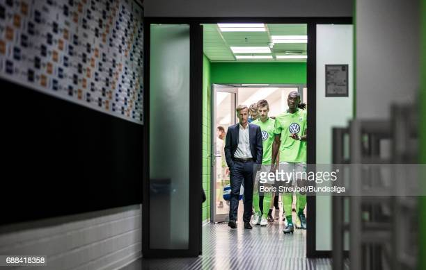 Head coach Andries Jonker of VfL Wolfsburg and his players of VfL Wolfsburg enter the pitch for the second half during the Bundesliga Playoff Leg 1...