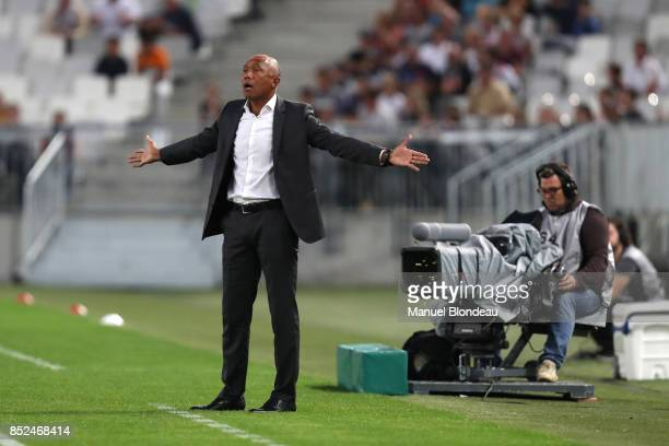 Head coach Antoine Kombouare of Guingamp looks dejected during the Ligue 1 match between FC Girondins de Bordeaux and EA Guingamp at Stade Matmut...