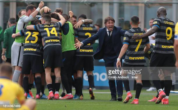 Head coach Antonio Conte of FC Internazionale celebrates with his team after their opening goal during the Serie A match between FC Internazionale...