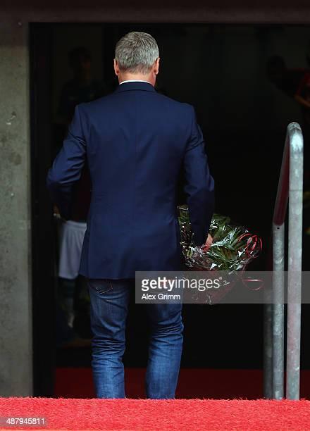 Head coach Armin Veh of Frankfurt walks into the tunnel prior to the Bundesliga match between Eintracht Frankfurt and Bayer Leverkusen at Commerzbank...