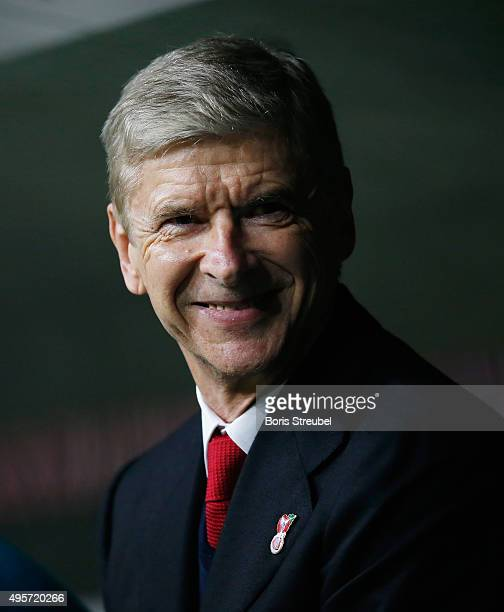 Head coach Arsen Wenger of Arsenal looks on prior to the UEFA Champions League Group F match between FC Bayern Muenchen and Arsenal FC at Allianz...