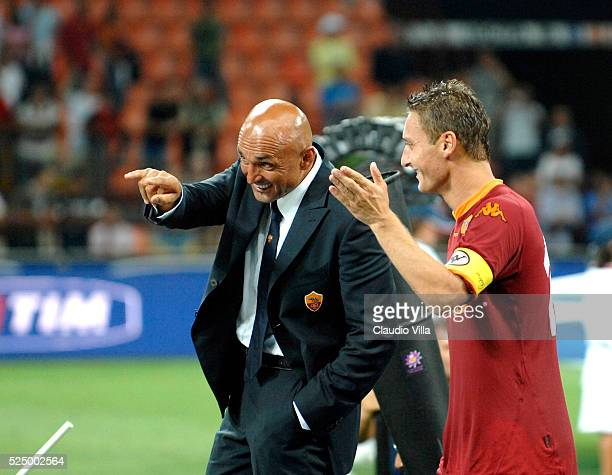 Head coach AS Roma Luciano Spalletti and Francesco Totti chat during the 'Italy Super Cup' match played between Inter and Roma at 'Giuseppe Meazza'...
