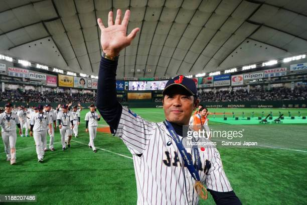 Head coach Atsunori Inaba and Japanese players applaud fans after the WBSC Premier 12 final game between Japan and South Korea at the Tokyo Dome on...