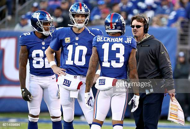 Head coach Ben McAdoo of the New York Giants talks with Odell Beckham Jr #13 Eli Manning and Roger Lewis against the Philadelphia Eagles during the...