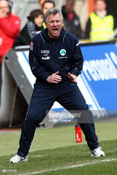 Head coach Benno Moehlmann of Fuerth shouts during the second Bundesliga match between 1 FC Kaiserslautern and SpVgg Greuther Fuerth at the...
