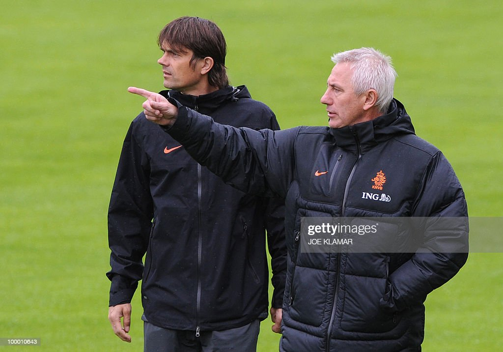 Head coach Bert Van Marwijk (R) and his assitent Philip Cocu watch their players during the Dutch national football team's first practice at their training camp in Tyrolian village in Seefeld on May 20, 2010, prior to the FIFA World cup 2010 in South Africa.