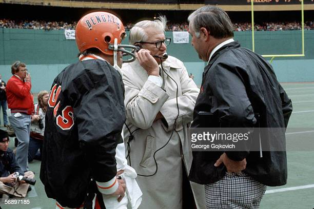 Head coach Bill Johnson of the Cincinnati Bengals talks with quarterback Ken Anderson and assistant coach Mike McCormick during a game against the...