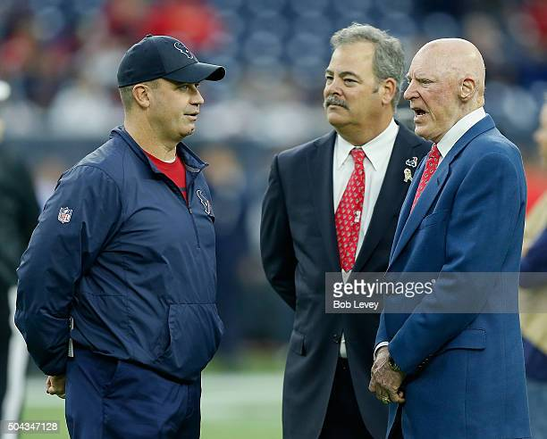 Head coach Bill O'Brien left talks with Houston Texans owner Bob McNair right and Cal McNairof the Houston Texans at NRG Stadium on January 9 2016 in...
