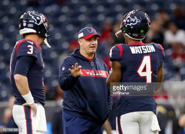 Head coach Bill O'Brien of the Houston Texans talks with Deshaun Watson and Brandon Weeden before the game against the Jacksonville Jaguars at NRG...