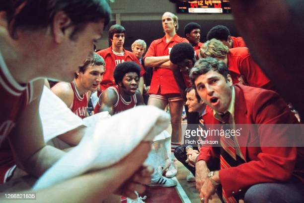 Head coach Bob Knight of the Indiana Hoosiers leads a huddle with his players against the Kentucky Wildcats on March 22, 1975 in Dayton, OH.